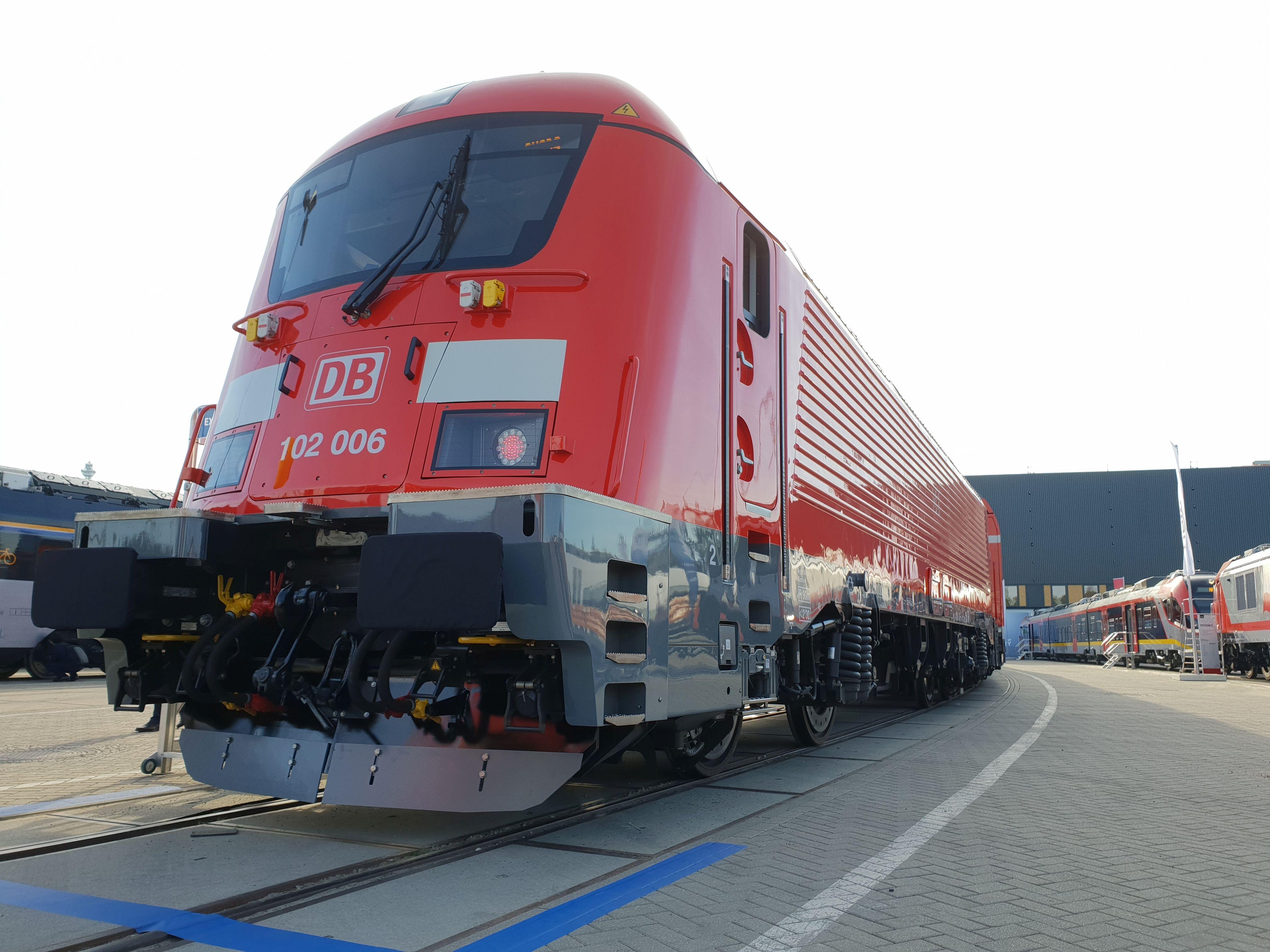 Foto: Elok 102 006 von Skoda für den Nürnberg-Ingolstadt-München-Express auf der Berliner Innotrans 2018