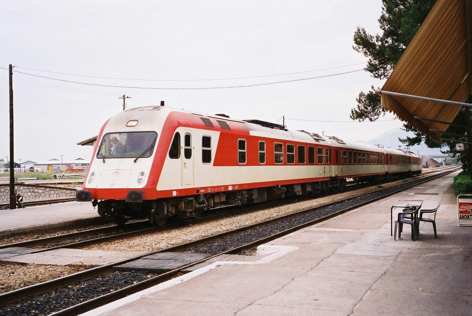 IC Triebzug aus Hennigsdorf, Baujahr 1989, in Livadia, Griechenland, 1995
