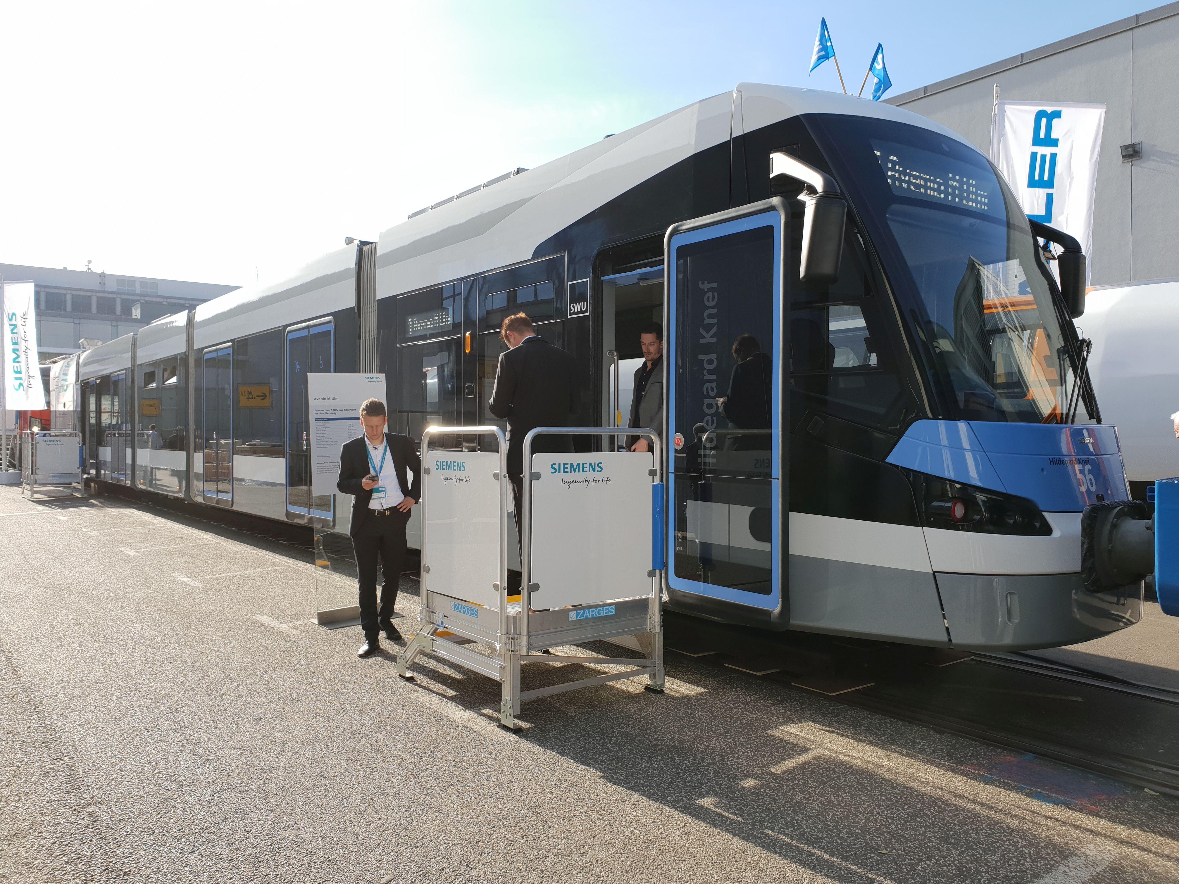 Foto: Straßenbahn Avenio von Siemens für Ulm auf der Berliner Innotrans 2018